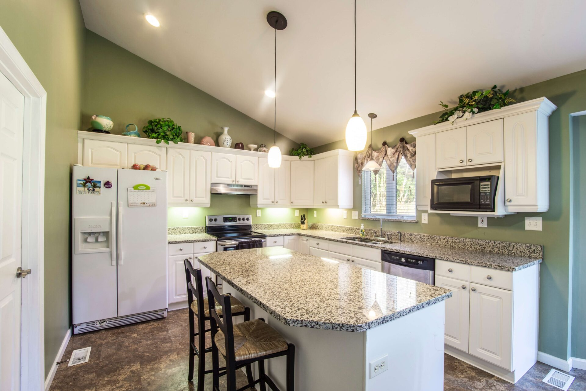 7 Classic Colors Suitable For Any Kitchen  Real Wealth ...